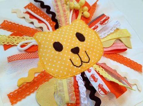 Este simpático leãozinho de tecido pode ser aplicado em qualquer peça que você queira (Foto: rileyblakedesigns.com)