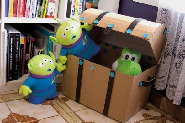Com este baú de caixa de papelão o quarto de seus filhos ficará lindo (Foto: easycraftidea4u.blogspot.com)
