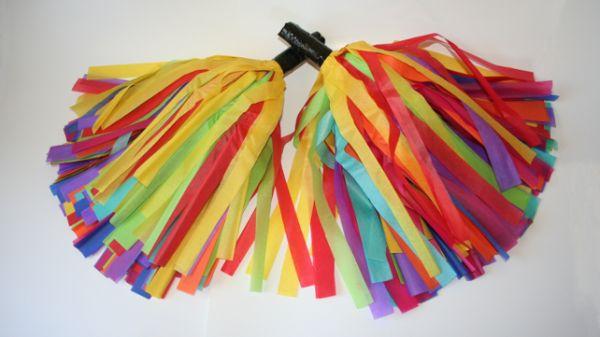 Com este pompom com papel de seda a festinha de seu filho vai ficar muito mais animada (Foto: mycraftingnook.com)