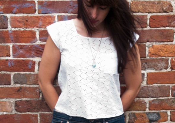 Fazer esta blusa em casa além de fazer você economizar ainda irá fazer você receber muitos elogios pelos seus looks (Foto: crafts.tutsplus.com)