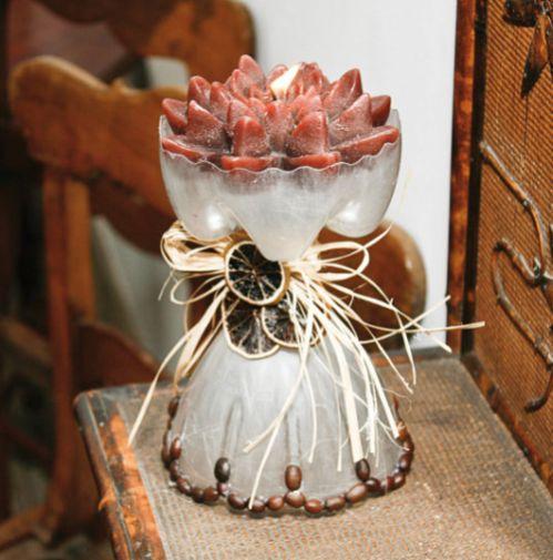 Com este suporte de vela com garrafa pet a decoração de sua casa vai ficar muito mais sofisticada (Foto: diy-enthusiasts.com)