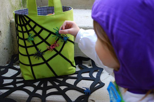 Esta diferente bolsa para dia das bruxas não é difícil de ser feita, e vale o tempo investido nela (Foto: merrimentdesign.com)