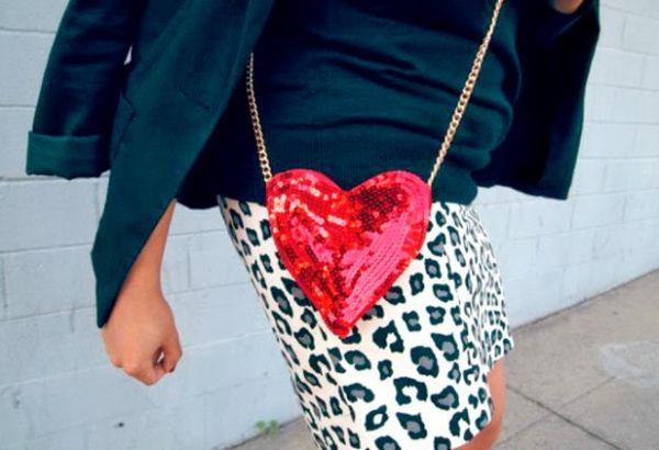 Esta bolsinha em forma de coração faz sempre muito sucesso por onde passa (Foto: misskristurner.com)