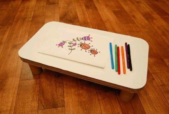 É muito fácil fazer esta mesa de papelão para crianças (Foto: diyandcrafttutorials.com)
