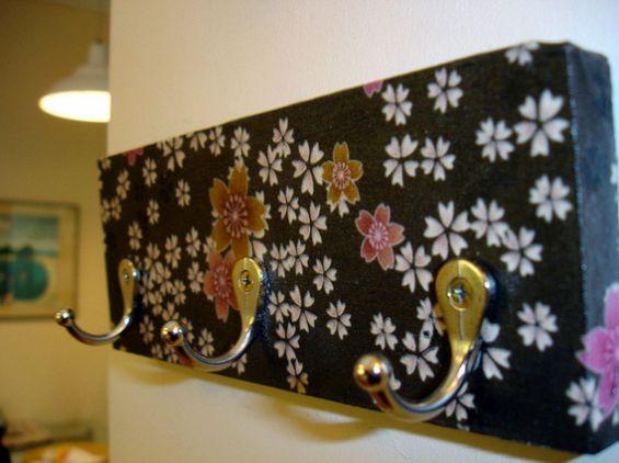 Este cabide de parede é uma peça versátil, pois além de funcional serve como objeto de decoração (Foto: superziper.com)