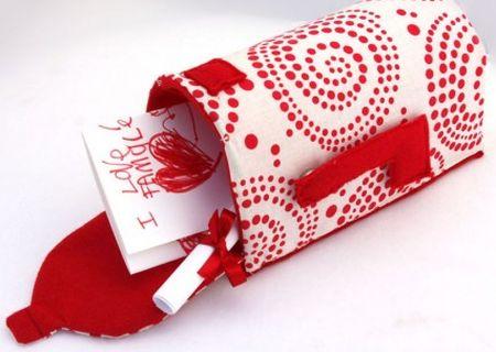 Esta caixinha de correio de feltro vai deixar as brincadeiras de seus filhos muito mais divertidas (Foto: giverslog.com)