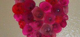 Enfeite de Coração com Flores de Papel