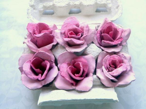 Estas lindas rosas de caixa de ovo pintadas podem ser usadas em qualquer local de seu lar (Foto: rosijofarecon.blogspot.it)