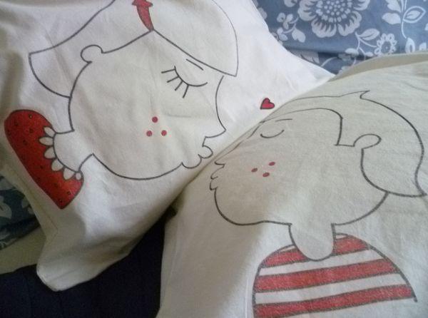 Travesseiro para namorados muito romântico que você faz bem rápido (Foto: superziper.com)