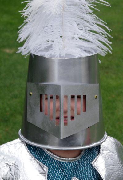 Este capacete de cavaleiro é muito fácil de ser feito (Foto: meaningfulmama.com)