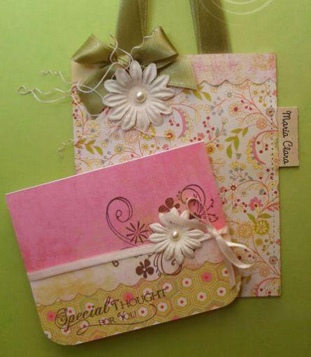 Este minicartão com bolsinha é ótima opção de presente (Foto: craftblender.com)