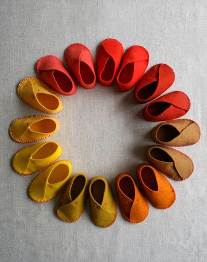 É muito fácil fazer este sapatinho de feltro para lembrancinha (Foto: chaodegizartesanatos.blogspot.com.br)