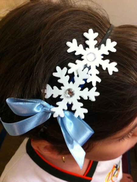 Esta tiara de floco de neve é linda e muito fácil de ser feita (Foto: pkaragulian.blogspot.com.br)