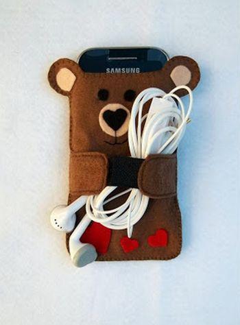 Esta simpático ursinho porta-celular pode ser uma fonte de renda extra (Foto: chaodegizartesanatos.blogspot.com.br)