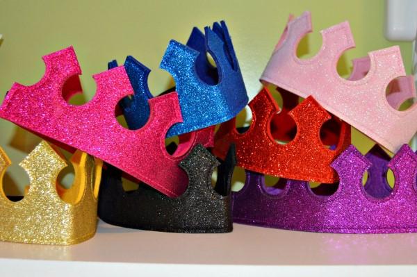 coroa de feltro colorida