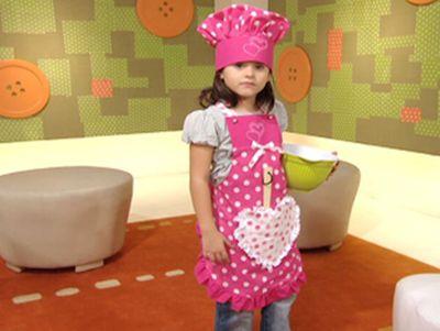 Ganhe dinheiro extra também vendendo este avental e chapéu de cozinheiro infantil (Foto: artesanatossempre.blogspot.com.br)