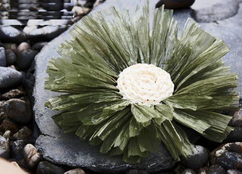 É muito fácil fazer flor de ráfia (Foto: craftpassion.com)