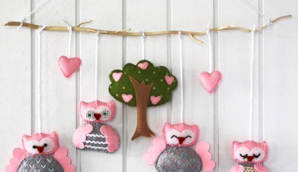 Este móbile de corujas de feltro é perfeito para o quarto de crianças (Foto: craftpassion.com)