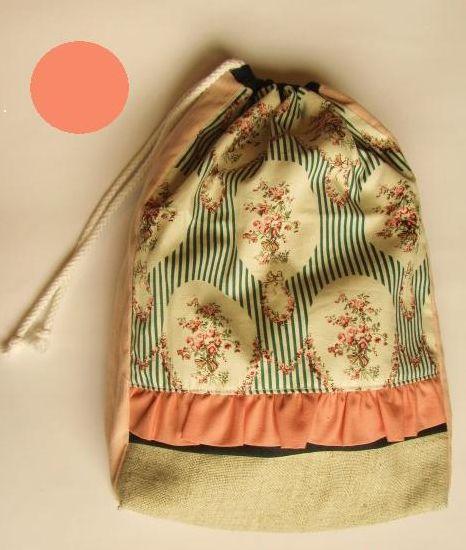 Saquinhos de roupas de tecido são diferentes, mas muito úteis (Foto: academiacraft.com)
