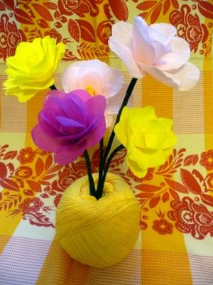 Seu ambiente vai adorar e ficar mais bonito com este diferente arranjo de flores de papel (Foto: craftstylish.com)