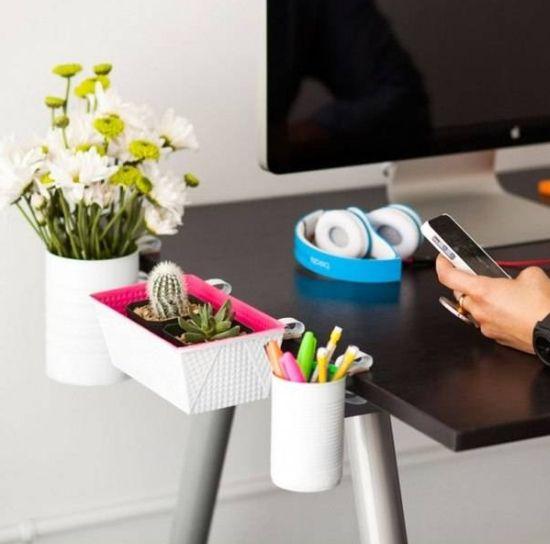Decorar a sua mesa de escritório pode também ser divertido (Foto: lovethispic.com)