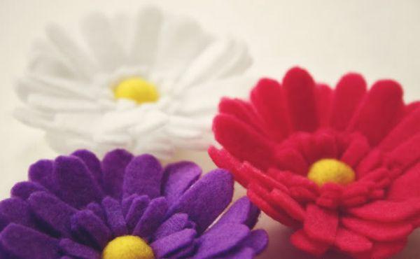 Margaridas de feltro são lindas e fáceis de fazer (Foto: howjoyful.com)