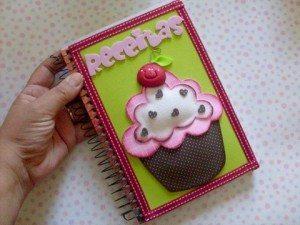 Este caderno de receitas decorado com EVA também é ótima opção para presentear (Foto: sinimbu.com.br)