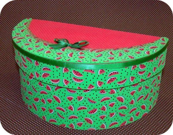Caixa de melancia em EVA é ótima opção também para ganhar um dinheiro extra (Foto: ateliekreateva.com.br)