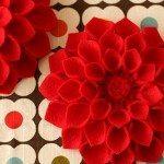 Se você esta buscando um artesanato diferente faça flores em feltro para você fazer em casa (Foto: notmartha.org)