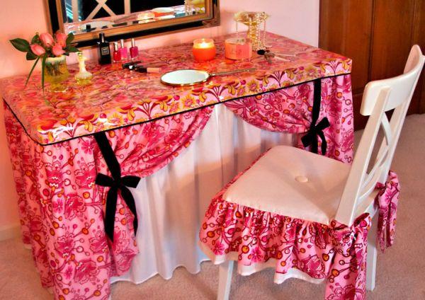 Este modelo de almofada decorativa para cadeira é lindo e renova qualquer décor (Foto: sew4home.com)
