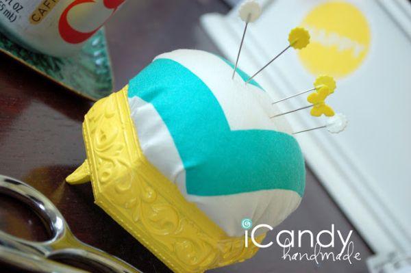 Este agulheiro com caixinha de joias também é ótima opção para presentear alguma amiga prendada (Foto: icandy-handmade.com)