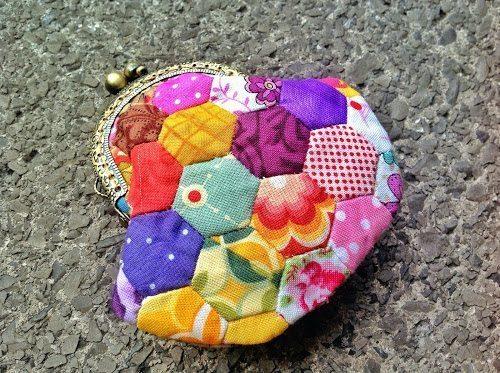 O sucesso será garantido com este lindo porta-moedas de patchwork (Foto: mypatchwork.wordpress.com)