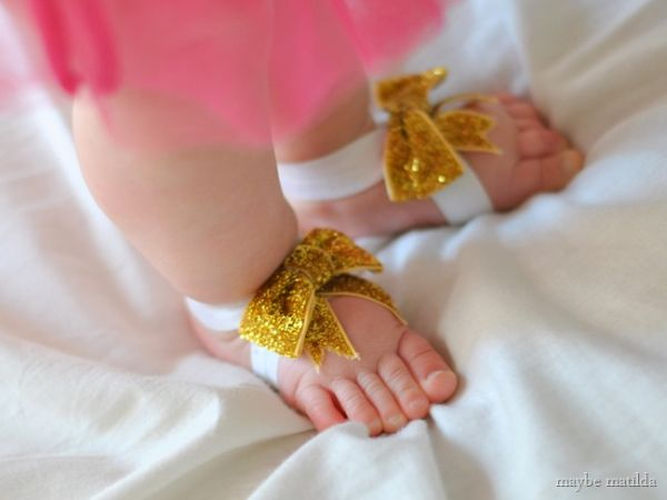Sandália de fitas para bebê é diferente, mas muito linda (Foto: maybematilda.com)