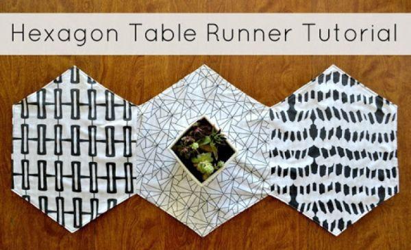 Caminho de mesa em tecido é democrático e pode ter o estilo, comprimento e cores e estampas que você quiser (Foto: lemonsqueezyhome.com)