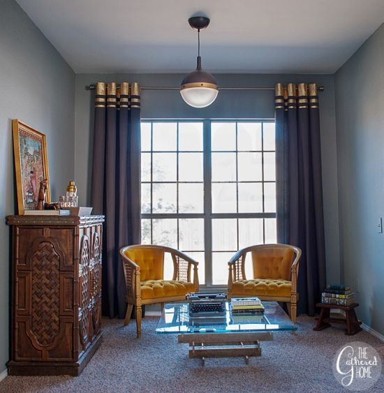 Customizar uma cortina lisa vai mudar a decoração de todo o ambiente (Foto: thegatheredhome.com)