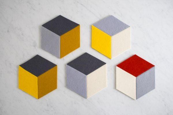 Invista nestes porta-copos de blocos de feltro e renove o visual de sua cozinha (Foto: purlbee.com)