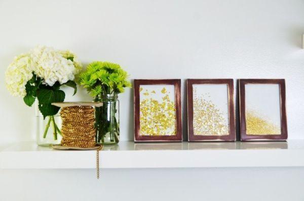 Quadro com papel metalizado é sofisticado e refinado (Foto: mrkate.com)