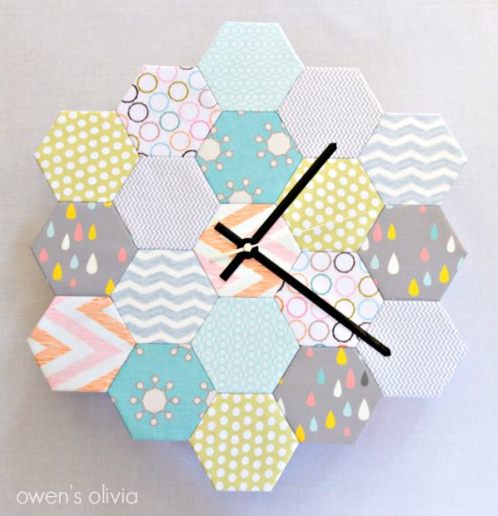 Invista também em relógio de hexágonos em tecido para ter uma renda extra (Foto: owensolivia.blogspot.com.br)