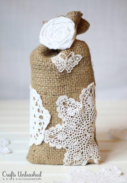 Saco de serapilheira para lembrancinha pode frequentar qualquer confraternização (Foto: craftsunleashed.com)