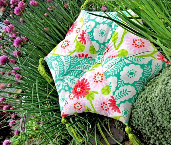 Almofada hexagonal é diferente e pode frequentar qualquer ambiente (Foto: sew4home.com)