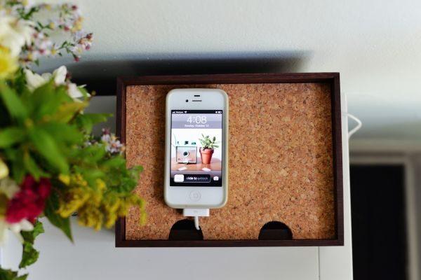 Caixa organizadora para cabo de celular é útil, mas também linda, servindo até mesmo como uma peça de decoração (Foto: homedit.com)