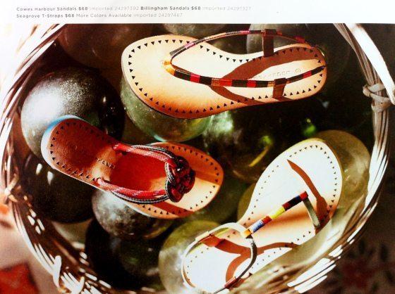 Esta ideia para decorar uma sandália rasteirinha é muito barata, mas renova instantaneamente a sua peça já velhinha (Foto: awelltraveledwoman.com)