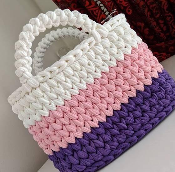 bolsa de crochê com 3 cores