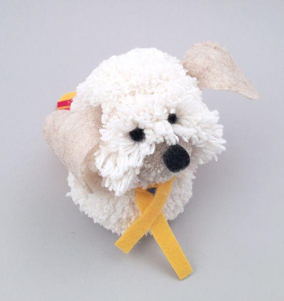 Este cachorrinho de pompom pode ter o estilo que você quiser (Foto   handmadecharlotte. 97c1feb3dfa