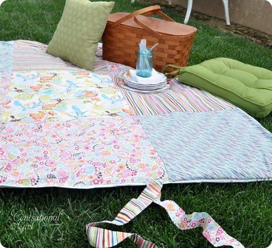 Toalha de piquenique com patchwork pode ter o estilo que você quiser (Foto: centsationalgirl.com)