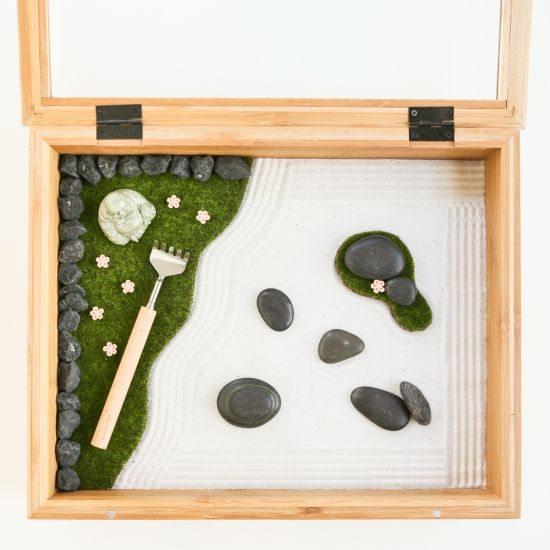 Minijardim zen é fofo e fácil de ser feito (Foto: thirstyfortea.com)