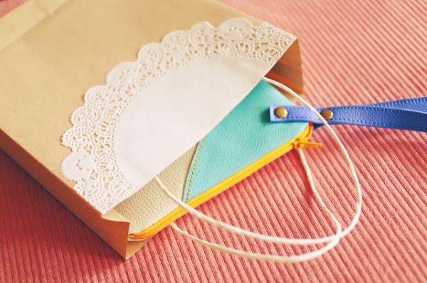 Transformar um envelope de papel em sacolinha vai deixar os seus itens melhor acomodados (Foto: chingmakesthings.blogspot.com.br)