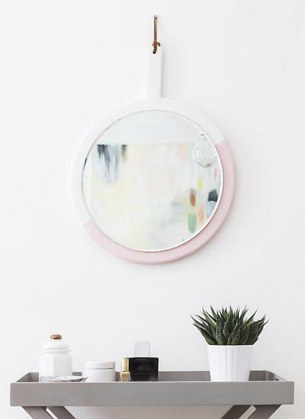 Espelho decorado de tábua de madeira é lindo e barato (Foto: sugarandcloth.com)