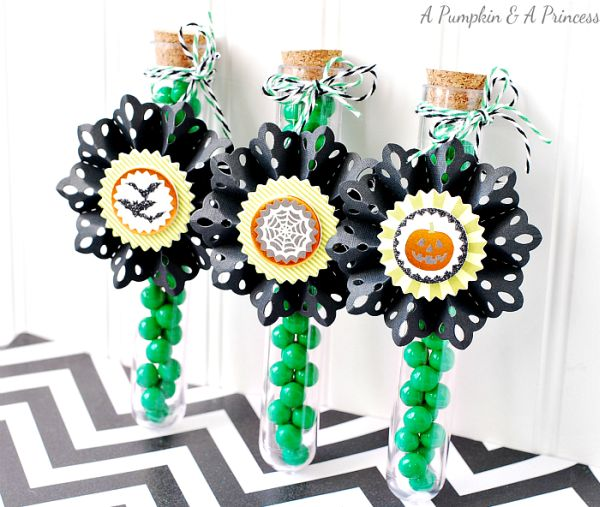 Há muitas e interessantes ideias de como decorar tubetes para festa infantil (Foto: apumpkinandaprincess.com)