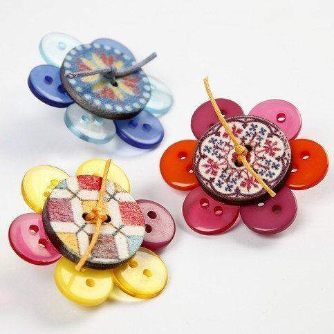 Broche de flor de botões é diferente e fácil de ser feito (Foto: cc-craft.co.uk)